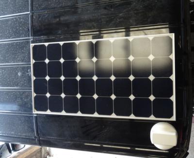 Fissaggio magnetico di un pannello solare sul tetto