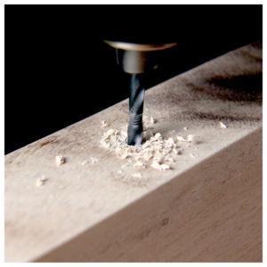 Löcher bohren 300x300 - Ceppo per coltelli - Istruzioni