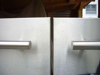 Fissaggio di blocchi magnetici mediante canaline per cavi