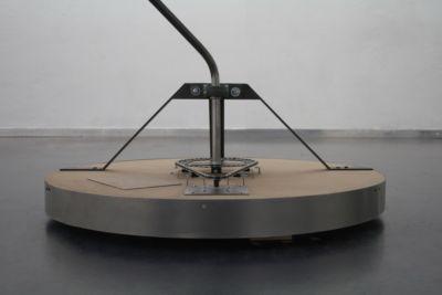 Progetto artistico d'installazione di una lampada particolare e originale con il nostro supporto